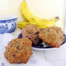 Banana Oatmeal Cookies III Recipe - These are delicious moist cookies which freeze very well and a great way to use those overripe bananas.