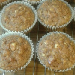 Great Apple and Carrot Muffins Recipe - These delicious apple carrot muffins are great for breakfast, brunch, or as a snack!