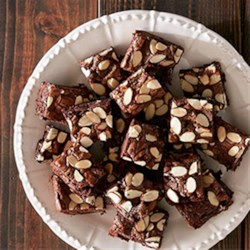 Caramel Chunk Brownies Recipe - Caramel and chocolate come together for this super simple and succulent dessert!