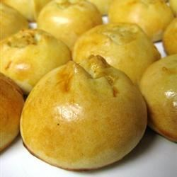 Sarah's Knish Recipe - A traditional Jewish treat of little golden pastry domes filled with seasoned mashed potatoes and fried onions. You may use water instead of the milk in the egg wash, if desired.