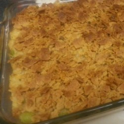 Broccoli Turkey Bake Recipe - Left over turkey is combined with rice, broccoli and Cheddar cheese, and topped with a buttery cracker crust.