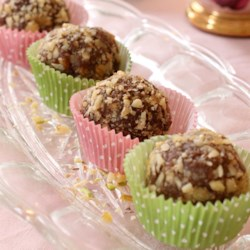 Raw Food Snacks - Cinnamon Bun Balls Recipe - Dates, walnuts, cinnamon, and cardamom are blended and formed into raw energy balls that taste just like cinnamon buns.