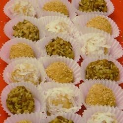 Orange Balls II Recipe - This recipe for orange balls produces a light, chilled Christmas cookie.