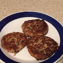 Salmon Cakes for One Recipe - This salmon cake recipe made with 7 simple ingredients is quick and easy to prepare and serves 1 or 2 people.