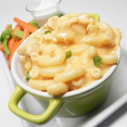 Buffalo Chicken Mac and Cheese Recipe - This Buffalo chicken macaroni and cheese with three kinds of cheese is rich and spicy, great served as a quick and easy weeknight dinner.