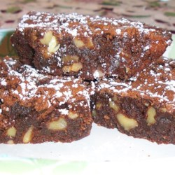 Fudge Walnut Brownies Recipe - This is an excellent traditional recipe for brownies--the real McCoy--with butter, sugar, dense chocolate, and lots of walnuts.