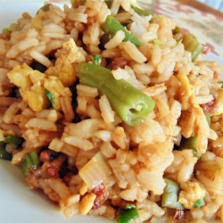 Easy Bacon Fried Rice Recipe - This delicious fried rice with bacon, egg, and green beans is a quick and easy side dish and a clever way to use leftover cooked rice.