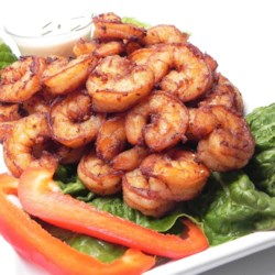 Goong Tod Kratiem Prik Thai (Prawns Fried with Garlic and White Pepper) Recipe - Prawns are coated in tapioca flour, fish sauce, soy sauce, garlic, and white pepper, then fried with peel intact in this authentic Thai recipe.
