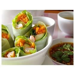 Vietnamese Spring Rolls Recipe - Quick, simple, and fresh Vietnamese spring rolls made with rice noodles, shrimp, and mint!  I love these. they're really addictive and healthy!