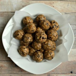 No Bake Energy Balls Recipe - Oats, peanut butter, ground flax seed, and chocolate chips make these raw balls of energy a perfect, nutritious, on-the-go snack.