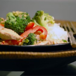 Thai Peanut Chicken Recipe - This is a very tasty Asian-inspired dish made with chicken and broccoli in a spicy peanut sauce. If you like it mild, use less cayenne, like it spicy, use more. If you're salt conscious, use low sodium soy sauce.