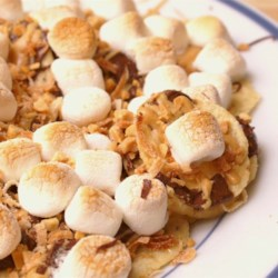 Dessert Nachos Recipe - These are exactly what the name says: dessert nachos. It sounds a little strange, but they are creamy, crunchy, chocolaty, and sweet. The slight saltiness of the nachos goes perfectly with the sweet chocolate and salty-sweet peanut butter.