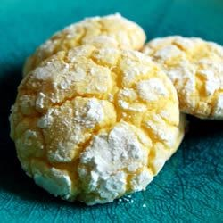 Easy Lemon Cookies Recipe and Video - This recipe for delicious lemon cookies is quick and easy thanks to lemon cake mix.