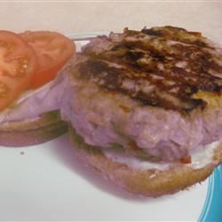 Low Fat Turkey Burgers Recipe - Turkey burgers that taste like beef! Try adding onions to the burgers as well.