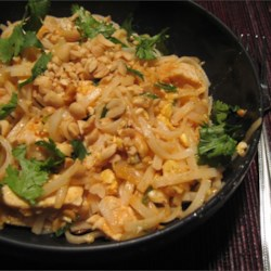 Shrimp Pad Thai Recipe - This is a Pad Thai recipe I got from a restaurant. The sauce is made with ketchup, fish sauce, sugar, lemon juice and vinegar, and it's sprinkled liberally with bean sprouts and chopped peanuts.