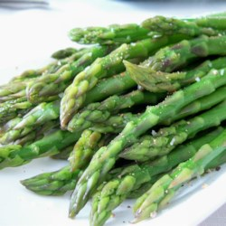 Simply Steamed Asparagus Recipe - An easy way to cook fresh asparagus. Tender and tasty!