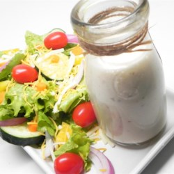 Creamy Garlic Italian Dressing Recipe - This sweet, creamy and garlicky dressing is a perfect green salad topper!
