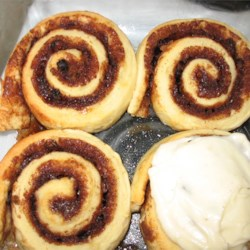 Cinnamon Bun Icing Recipe - Really good icing for cinnamon buns, made with cream cheese.
