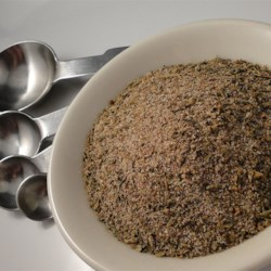 Creole Seasoning Blend Recipe - This Creole seasoning blend is great for seasoning rice, meats, soups and stews, or anything that needs a flavor boost. Also makes a great gift when placed in a decorative jar with recipe attached.