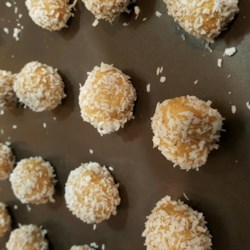 Peanut Butter Honey Balls Recipe - Quick and easy enough for the kids to make. You may also roll them in chocolate sprinkles or confectioners' sugar if you wish.