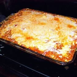 Yummy Lasagna Recipe - Lasagna with ground beef and pepperoni, ricotta and mozzarella.
