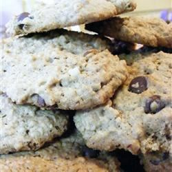 New Brunswick Chocolate Chip Cookies Recipe - Soft chocolate chip peanut butter oat cookies with a hint of cinnamon.