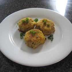 Baked Tuna 'Crab' Cakes Recipe - Reminiscent of crab cakes, these baked seafood cakes are made out of tuna, so they're a great everyday supper.