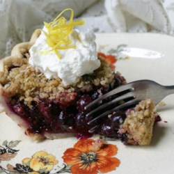 Blueberry Crumb Pie Recipe - Blueberry pie is topped with a cinnamon crumb topping in this simple recipe. This is the best blueberry pie that any of my family has ever had.
