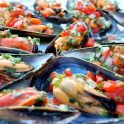 Mussels Vinaigrette Recipe - This is an excellent way to serve mussels on the half shell. They are topped with a tangy blend of bell peppers and vinaigrette dressing. This makes a good for appetizer for a larger number of guests.