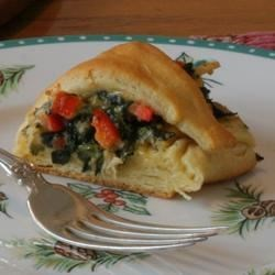 Florentine Chicken Ring Recipe - A ring of crescent roll dough is stuffed with a delicious combination of chicken, red bell pepper, spinach, and Cheddar cheese.