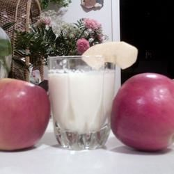Apple Milkshake Recipe - This smooth, delicate shake is a great way to cool off during the hot, hot days of late summer. Any type of apple will work -- choose your favorite, or pick one from the back yard!