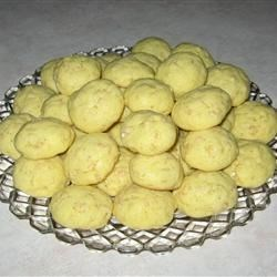 Crisp Little Lemon Cookies Recipe - This is an easy and delicious recipe made with a cake mix.