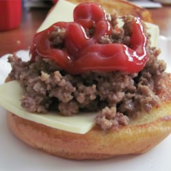 Marty's Loosemeat Sandwich Recipe - A quick and easy loose meat sandwich consisting of ground beef, beer and yellow mustard. Serve on hamburger buns with a little chopped onion and mustard on top.