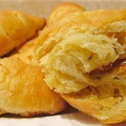 EASY Garlic Bread Croissants