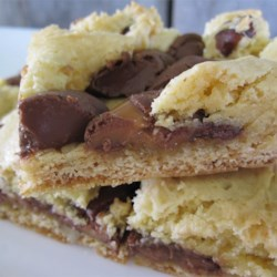 Chewy Rolo Cookie Bars Recipe - Candy-filled decadent cookies. Yummy!