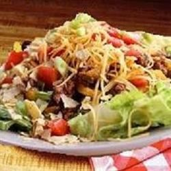 San Antonio Salad Recipe - A wonderful 'Heart of Texas' salad that makes a great meal! Seasoned ground beef, iceberg lettuce, tomatoes, pinto beans are just starters!