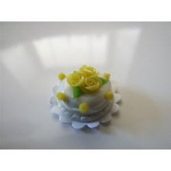 yellow cake rose decoration