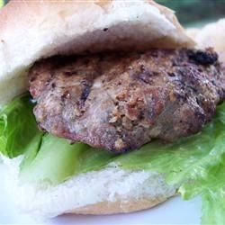 Garlic and Ranch Turkey Burgers Recipe - Garlic and ranch flavored turkey burgers are a quick and delicious recipe for families on the go.
