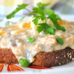 Creamed Salmon on Toast Recipe - A quick and easy snack or lite dinner of creamed salmon and peas. Goes great over buttered toast.