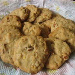 World's Best Cookie Recipe - Wonderfully crunchy cookie that makes a lot and keeps for a long time.