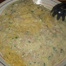 Linguini with White Clam Sauce Recipe - This clam sauce is very creamy and there is no butter in it. I get requests for this all the time.