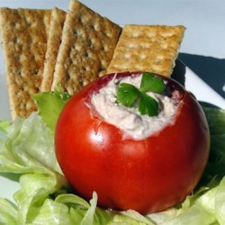 Venia's Tuna Salad Recipe - A simple lettuce and tuna salad with onions and tomatoes.