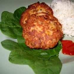 Salmon Patties I Recipe - These salmon patties are delicious for lunch or dinner.