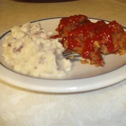 Slower Cooker Meatloaf Recipe - A really easy recipe for meatloaf that anyone could pull off. For a spicier meatloaf, use chili sauce or even salsa in place of the ketchup.