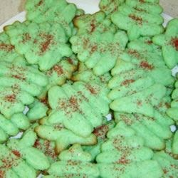 Quick Mix Spritz Recipe - These cookies are mixed differently from other cookies (like pie crust) but they are the best.  These are the ones I grew up on.  At Christmas my mom would add almond extract and green food color then make tree pattern.