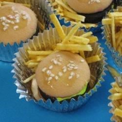 Hamburger & Fries serve with candy coke