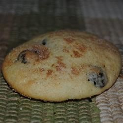 Sour Cream Raisin Cookies Recipe - These cookies are chewy and moist. They aren't too rich, so they make a great snack. Just the right blend of sweetness and spice.