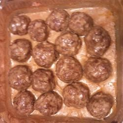 The Amazing Swedish Meatball Recipe - Yowza! These Swedish Meatballs are fabulous! Very easy to make with such simple ingredients, and they're just delicious. This recipe has been in my family for years - friends and family wait all year to eat them.