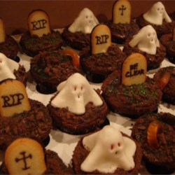 Cupcake Graveyard Recipe - Great at Halloween time! I always bring these ghoulish treats to class parties.