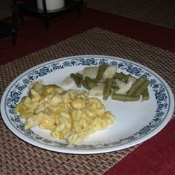 Walter's Chicken and Mac Recipe - This is a delicious macaroni and cheese dish with chicken. Serve with a green salad.